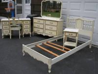 Beau Antique White French Provincial 6 Pc TWIN Bedroom Set For.
