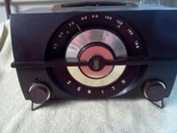 Up for sale is a 50's-60's? antique Zenith am radio in