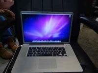 apple macbook pro 17 inch in mint condition. the screen