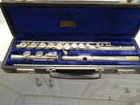 Closed hole model 104 flute in great condition. Used