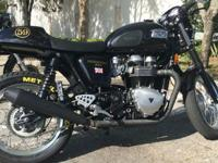 Triumph Thruxton 2014 black with gold trim with only