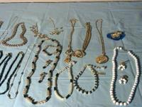 Assorted lot of costume jewelry 10 bracelets 20