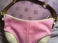 Authentic Pink coach hobo bag Beautiful condition..no