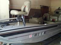 Great bass boat  Leather seats .  1999 model .