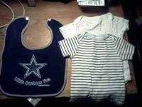 Hi. i'm selling 2 pairs of 0-3 months baby boy clothes.