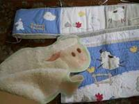 This is an adorable crib set including a crib bumper,