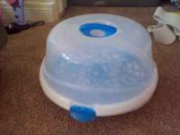 hi i am selling a baby girl bath tub for 10$ bottle