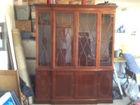 Mahogany hutch in Great condition. Three doors on