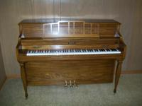 Description Baldwin console piano in excelent condition