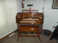---BALDWIN ORGAN -- , WITH BENCH ,CLEAN ,NICE WOOD ,