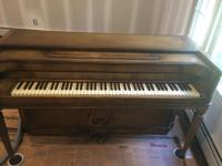Made use of Baldwin Piano in good condition. It has