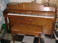 Baldwin Spinet Piano in excellent condition and has