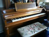 Good condition panio, its maple and very nice bench