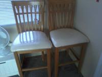 Very nice set of 2 wood bar stools the seats still have