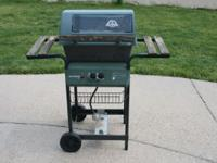 Small Barbecue Grill on Wheels, No Propane tank. Great