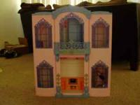 Very Cute, Barbie Dream Hotel. Folds up for easy