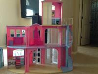 Barbie dream house (top one door brokening, can send by