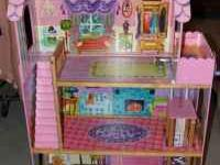 3 level Barbie Dream House with elevator, living room,
