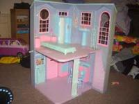 Im selling a barbie talking townhouse used but still in