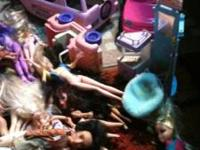 Ton and tons of barbies. Includes barbies and bratz,