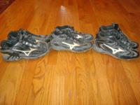Mizuno Baseball shoes. Metal cleats. Size 8.5. Great