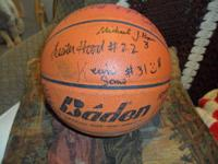 BASKETBALL SIGNED BY ALL PLAYERS AND COACHES OF THE DES