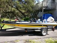 1987 Slingshot bass boat 15.5 feet long in great shape.