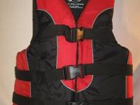 This Adult Recreational Life Jacket offers easy