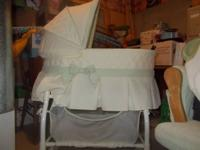 Selling a carefully utilized bassinet. It is gender