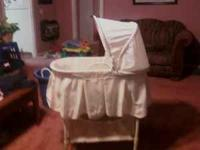 Nice bassinet in a neutral color good for girl or boy.