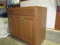 Maple hardwood vanity Door style: Jamison SP Finish: