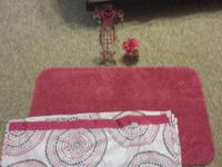 Matching set of 2 bathroom rugs, adorable shower