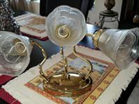 Selling a Set of Crystal and Brass of Bathroom Lights.