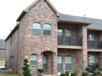Beautiful 3 Bed 2.5 Bath Corner Townhouse in