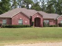 Beautiful 4br 2ba home located in Heritage Lakes