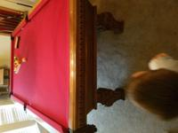 This is a beautiful 8ft pool table. Included is the cue