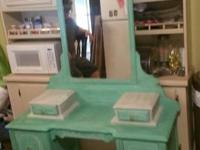 Beautiful antique vanity in great condition! $175