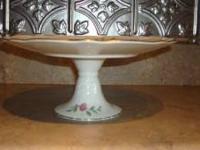 This is a beautiful, fine English bone china pedestal