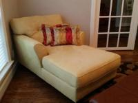 Comfortable and beautiful chaise lounger. Fabric is