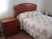 This is a beautiful 4 piece Full bedroom set. It