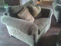 BEAUTIFUL COUCH & OVERSIZED CHAIR W/OTTOMAN EXCELLENT