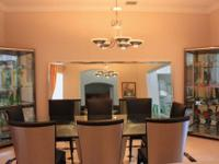 Contemporary dining room set in new condition for