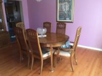 GORGEOUS DINING ROOM SET WITH HUTCH AND 6 CHAIRSDINING