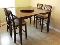 This is a beautiful, contemporary dining set has a