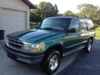 1998 FORD EXPLORER XLT SUV Beautiful Pacific Green