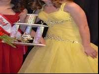 Stunning formal yellow dress/ evening gown. My daughter