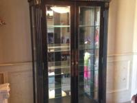 Stunning curio cabinet Mirrored Like new condition High