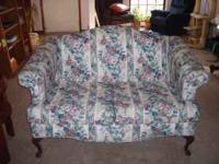 .BEAUTIFUL FLOWERED LOVESEAT FOR SALE QUEEN ANN STYLE