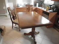 Very Nice, Heavy OAK Dinning room table, 3 x 6' up to