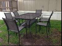 BEAUTIFUL ALUMINUM FRAME PATIO SET. COMES WITH THE